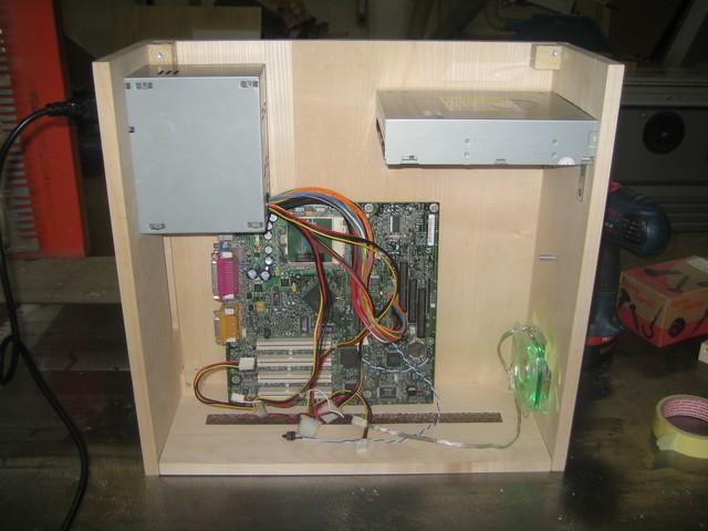 hm pc bois xmax69 [MOD]  Modding  Overclocking, Cooling & Modding  ~ Boitier Pc En Bois